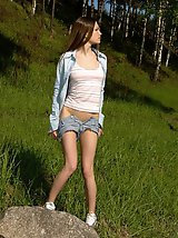 15 pictures - Spying on exciting beautiful teen peeing in the park